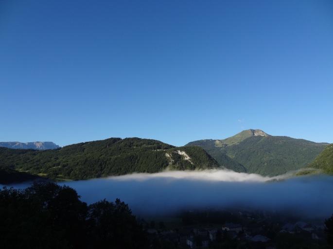 Mây về xóm núi